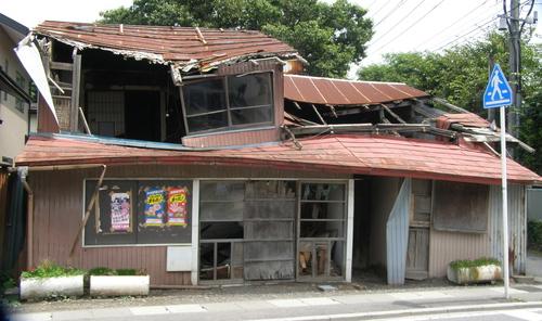 八戸市役所現行法規では廃屋は撤去できない_b0183351_743112.jpg