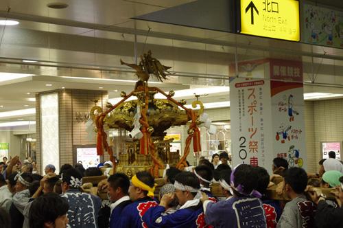 諏訪神社例大祭の神輿!_e0267277_2144318.jpg
