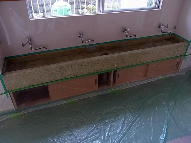 新居浜の幼稚園のトイレブース取付!_b0186200_23444995.jpg