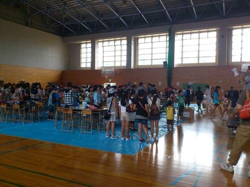 大川中学校バザーの一コマ_b0106766_19354122.jpg
