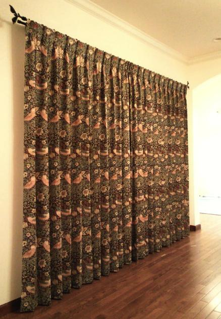 モリスのカーテン、『いちご泥棒』_c0157866_1332895.jpg