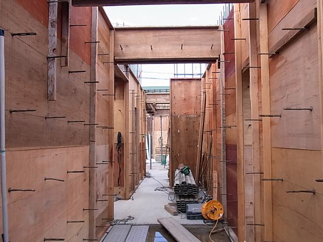 今日は木製建具の施工図打ち合わせ_b0186200_0283457.jpg
