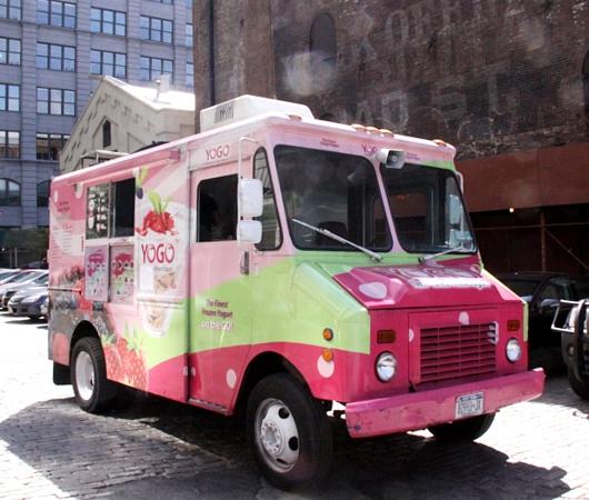NYでよく見るピンク色のフード・トラック、フローズン・ヨーグルトのYOGO_b0007805_10244879.jpg