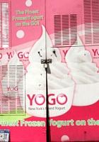 NYでよく見るピンク色のフード・トラック、フローズン・ヨーグルトのYOGO_b0007805_10245777.jpg