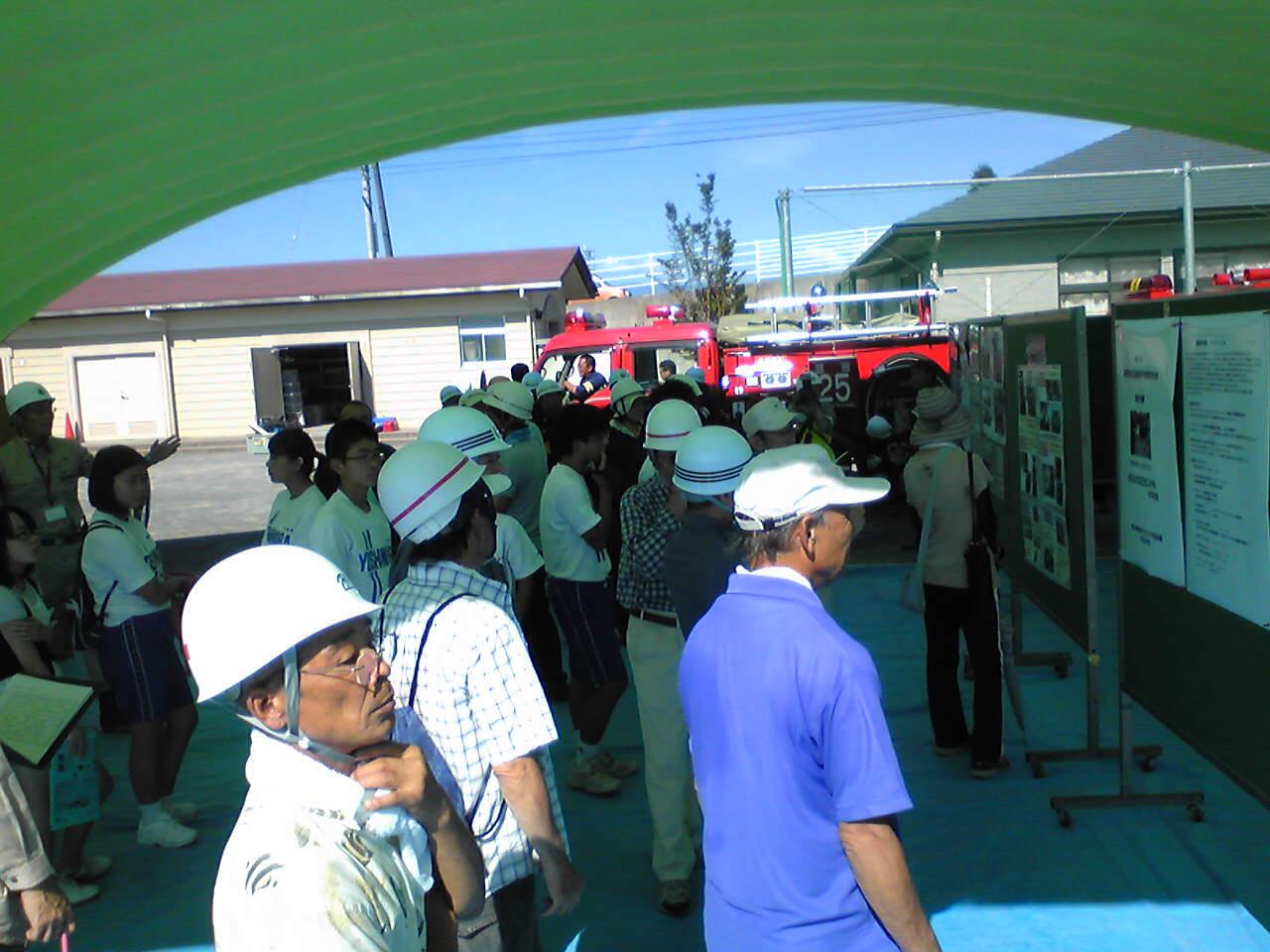青葉台小で富士市会場型総合防災訓練_f0141310_7572272.jpg