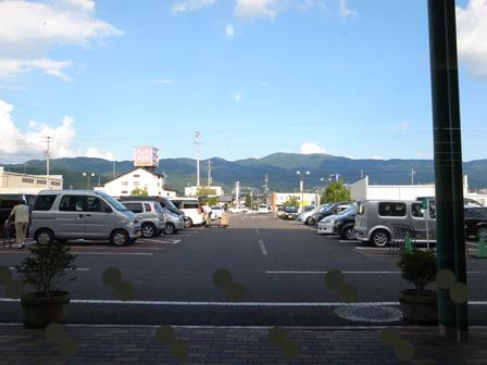 スーパーでひと休み_a0014840_20141187.jpg