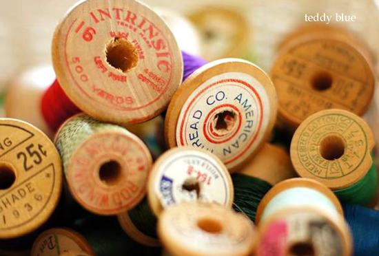 tiny treasures  昔の糸巻きいっぱい_e0253364_19304255.jpg
