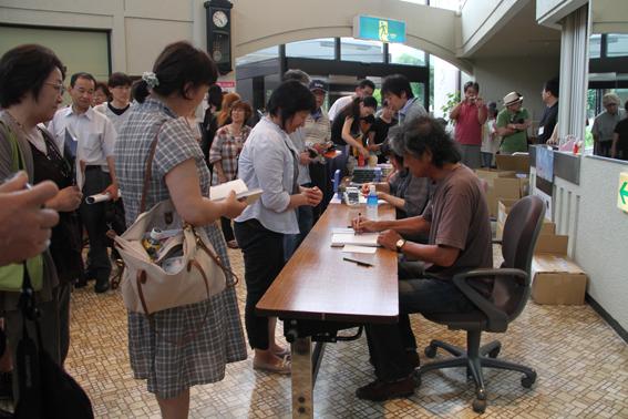 椎名誠氏による講演会が写真の町・東川町で行われました!_b0187229_1155612.jpg