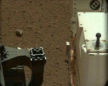 キュリオシティー映像に好奇心一杯!?:火星の空の色は「淡いブルー」!?_e0171614_042388.jpg