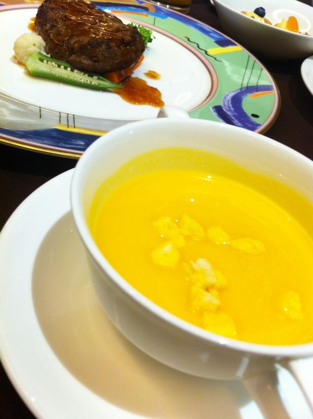 台風の日の食事 & 那覇空港グルメ☆_f0141419_6202974.jpg