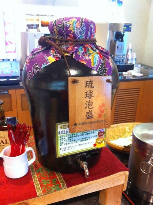 台風の日の食事 & 那覇空港グルメ☆_f0141419_6222895.jpg