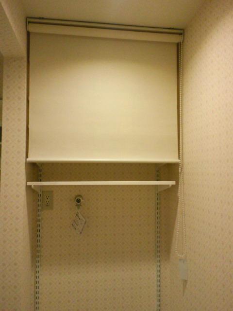 ロールスクリーンで、洗濯機コーナーを間仕切り。_c0157866_216731.jpg