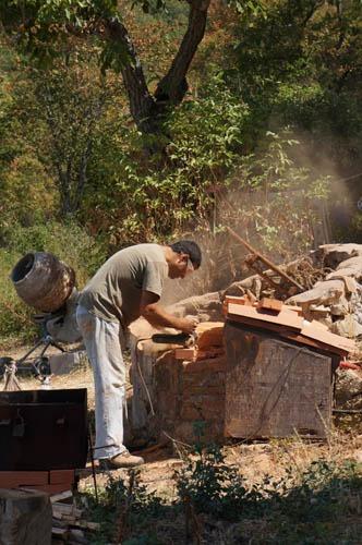 熱を逃さない窯作り~アントネッロの手作り石窯_f0106597_19292675.jpg