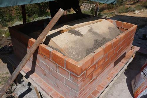 熱を逃さない窯作り~アントネッロの手作り石窯_f0106597_19371768.jpg