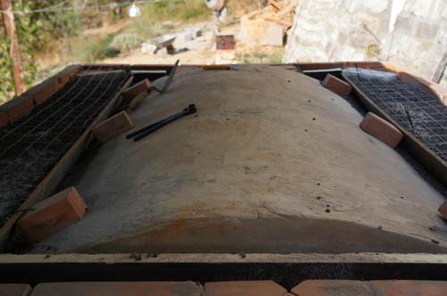 熱を逃さない窯作り~アントネッロの手作り石窯_f0106597_1942580.jpg