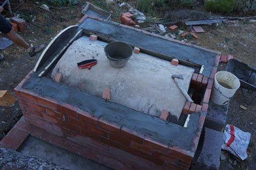 熱を逃さない窯作り~アントネッロの手作り石窯_f0106597_19442579.jpg