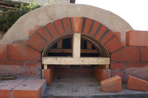 熱を逃さない窯作り~アントネッロの手作り石窯_f0106597_19454130.jpg