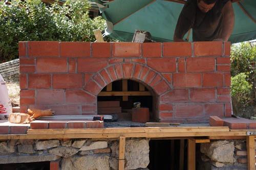 熱を逃さない窯作り~アントネッロの手作り石窯_f0106597_19464182.jpg