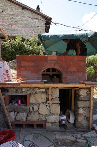 熱を逃さない窯作り~アントネッロの手作り石窯_f0106597_19542647.jpg