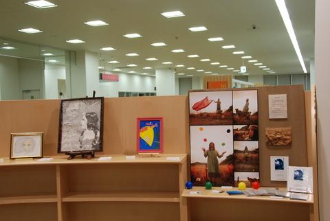 3階図書館 第4回アートを図書館に_b0228113_16391842.jpg