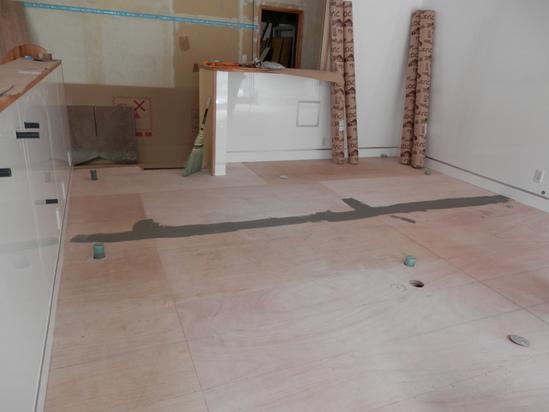 「土壁」塗りと「キッチンシート」☆_a0125419_8191253.jpg