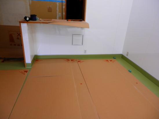 「土壁」塗りと「キッチンシート」☆_a0125419_8471215.jpg