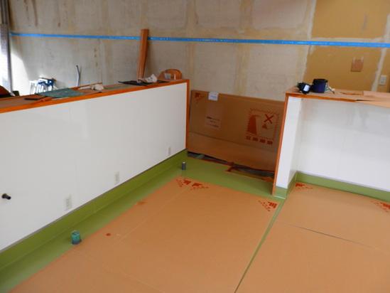 「土壁」塗りと「キッチンシート」☆_a0125419_8472725.jpg