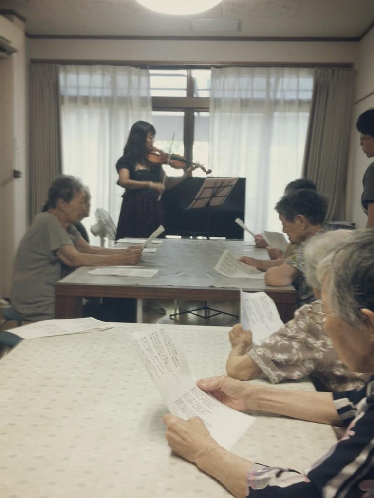 老人ホームにて、演奏して参りました♪_f0109257_20607.jpg
