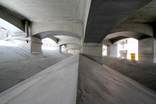 高架下Site-C_a0166284_16344477.jpg