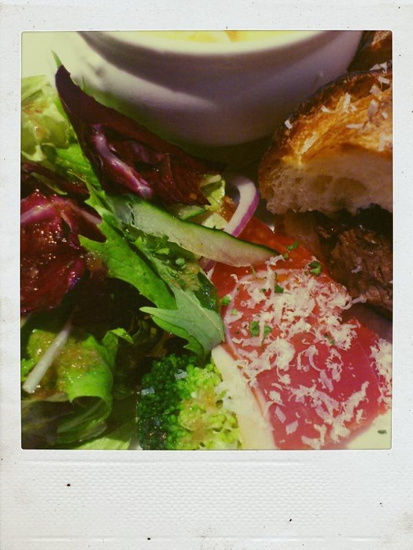 洋食おかだで牛リブロースステーキバケットサンドを食べる_b0065587_20583649.jpg