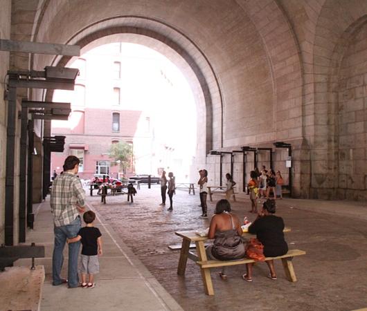 ニューヨークDUMBO地区、マンハッタン橋の下で育まれる文化_b0007805_110541.jpg
