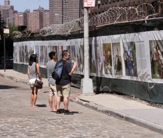 NYで開催中の誰でもみんなヒーローってテーマのストリート写真展_b0007805_1474488.jpg