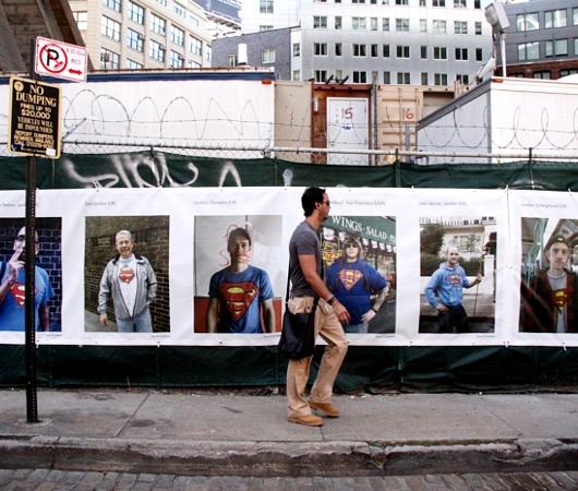 NYで開催中の誰でもみんなヒーローってテーマのストリート写真展_b0007805_1514885.jpg