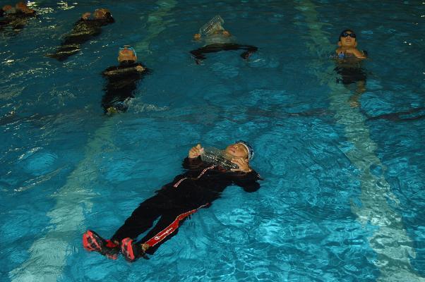 着衣泳体験会_d0010630_1346292.jpg