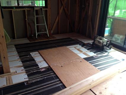 無垢の床に使える床暖房_a0148909_17414660.jpg