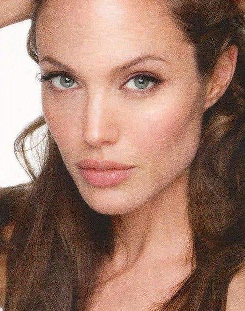 ... ?アンジェリーナ・ジョリー【画像集】Angelina Jolie Angelina Jolie