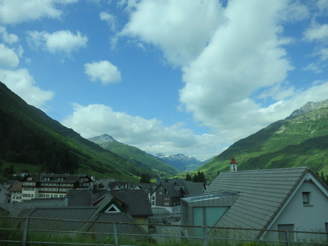 谷間の町/Rhonegletscher_e0233674_1136344.jpg