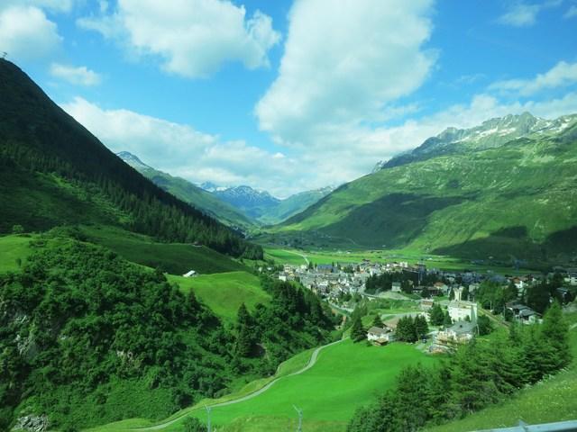 谷間の町/Rhonegletscher_e0233674_1136633.jpg