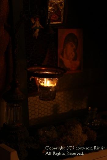 聖水入れと、祈りのコーナー_e0237680_14521856.jpg