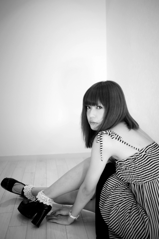 In a room with Yuuri -19歳の遊莉- Vol.38, No.1-2_b0155395_0475433.jpg