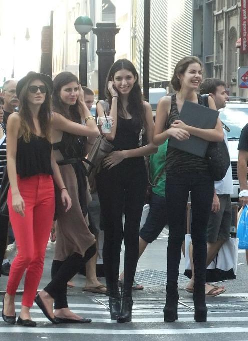 ファッション祭りシーズンのニューヨークの街角風景_b0007805_10103689.jpg