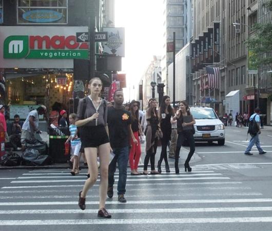 ファッション祭りシーズンのニューヨークの街角風景_b0007805_1010461.jpg