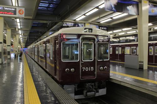早朝の阪急梅田駅_d0202264_0393468.jpg