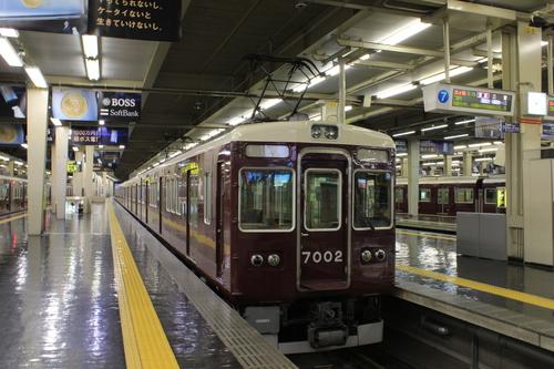 早朝の阪急梅田駅_d0202264_040335.jpg