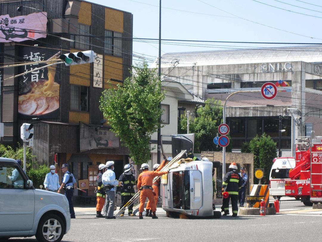 横転事故です。_f0205367_15532881.jpg