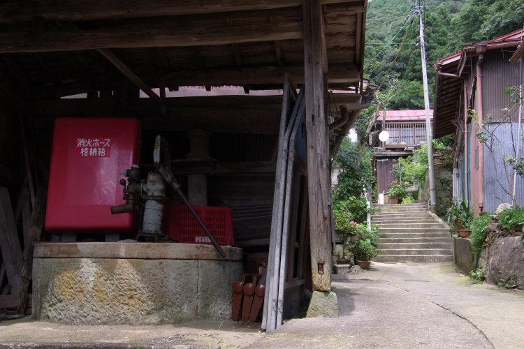 松江市美保関町  夏の古井戸  _b0061717_0393959.jpg