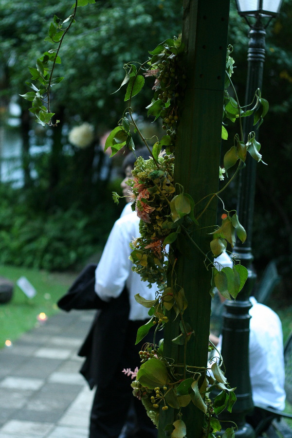 飯田橋ラ・ブラスリー様の装花 夏の終わり、秋のはじめ くすだまにあわせて _a0042928_22484681.jpg