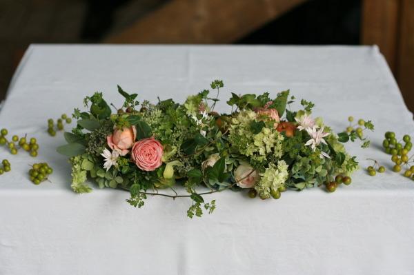 飯田橋ラ・ブラスリー様の装花 夏の終わり、秋のはじめ くすだまにあわせて _a0042928_22492676.jpg