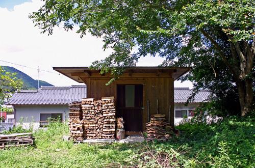 木小屋の屋根の出。_d0082238_228325.jpg