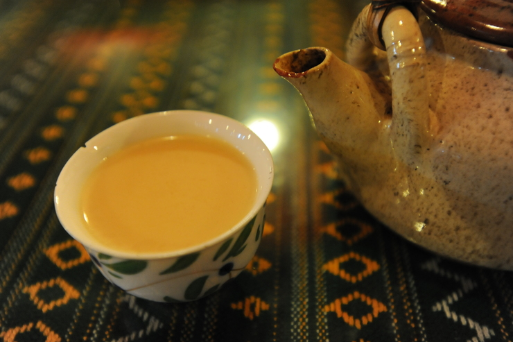 Tibetan tea was rich salty milk tea._b0233441_1546363.jpg